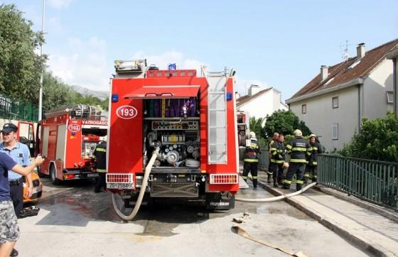 Crna kronika − ZAPALILA SE KUHINJA U MOKOŠICI Na intervenciju izašlo 12 vatrogasaca s četiri vozila