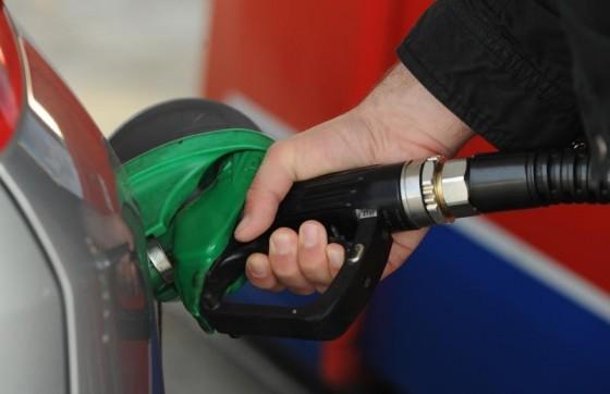 Hrvatska − Od sutra gorivo ponovno značajno jeftinije
