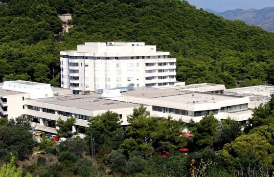 Županija − DOZNAJEMO Zaražen jedan djelatnik Opće bolnice Dubrovnik, sumnja se da se zarazio na zabavi